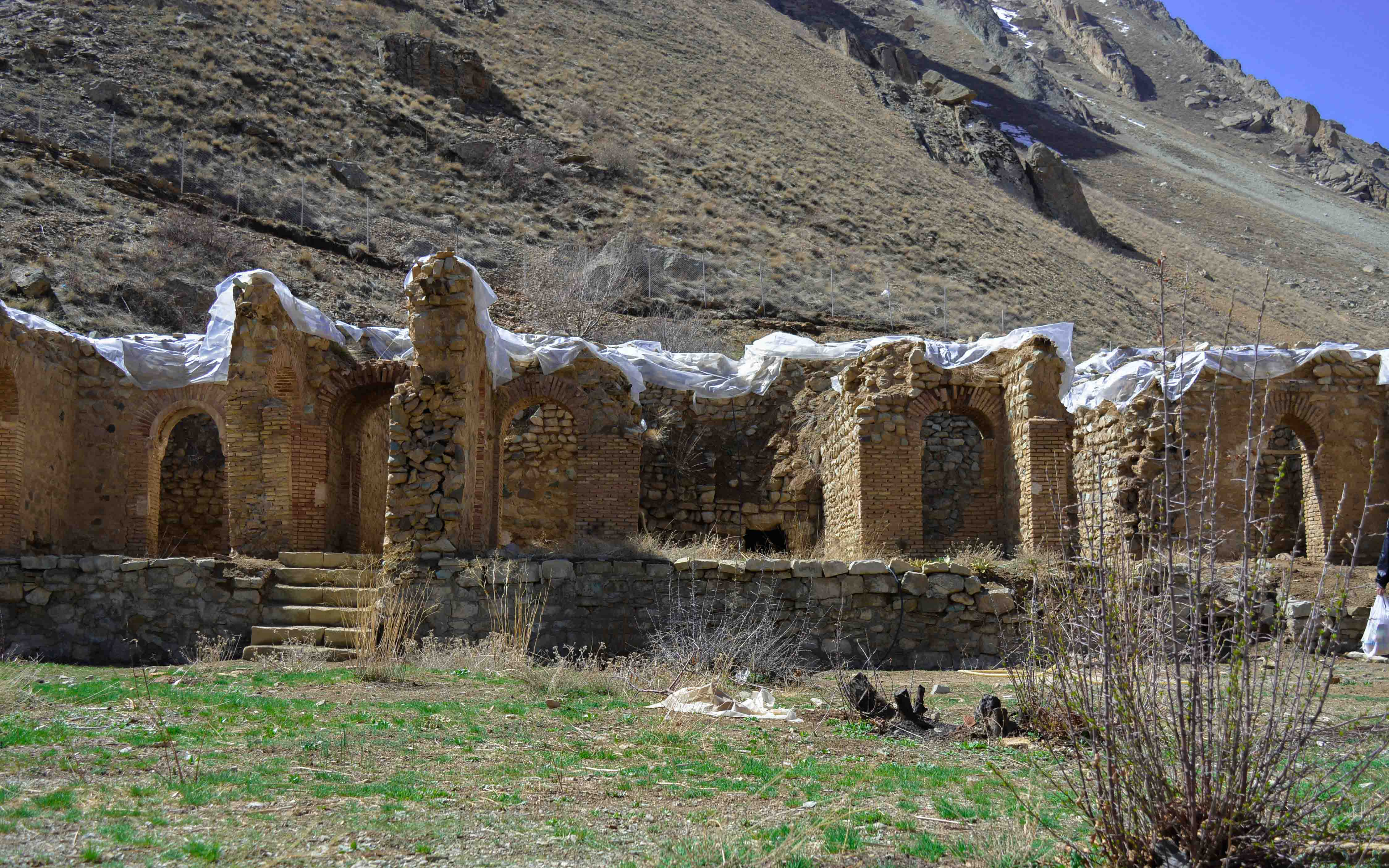 The remains of Shahrestanak palace